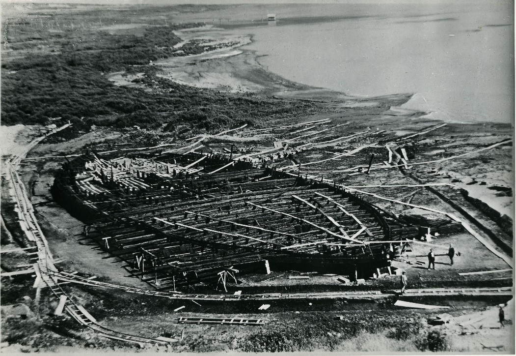 Old picture of Caligula's massive vessels remains