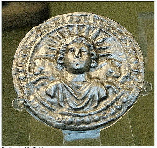 Man with a toga and a halo with the shape of sun beams