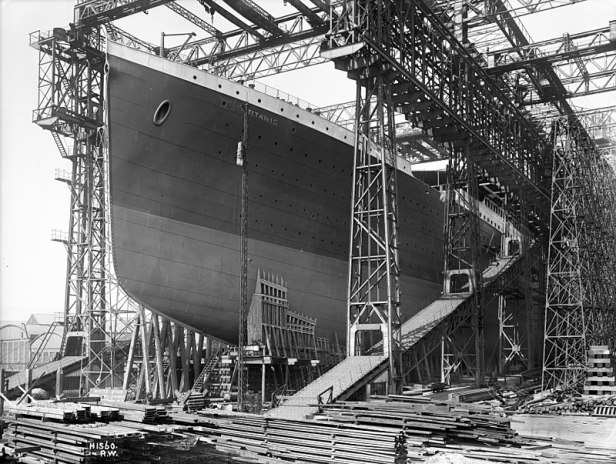 The hull is completed and painted. It's surrounded by the gigantic gantry in Belfast