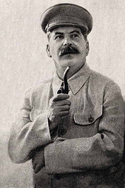 Source: https://en.wikipedia.org/wiki/File:Stalin_Full_Image.jpg