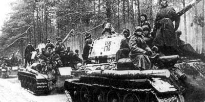 Soviet tanks during the Vistula-Oder offensive
