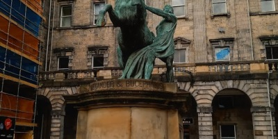 Alexander and his famous horse, Bucephalas. Edinburgh. The great conqueror even has statues in places he never set foot on. Picture taken by the author of this blog